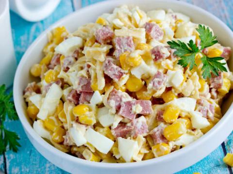 фото салата ежик с кукурузой и колбасой